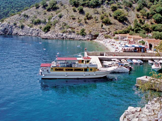 Aanleggen in het haventje van Beli (Cres)