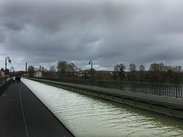 Briare le Canal: dreigende luchten