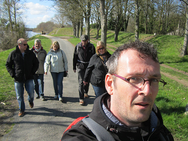 Briare le Canal: groepsportret zonder selfiestick