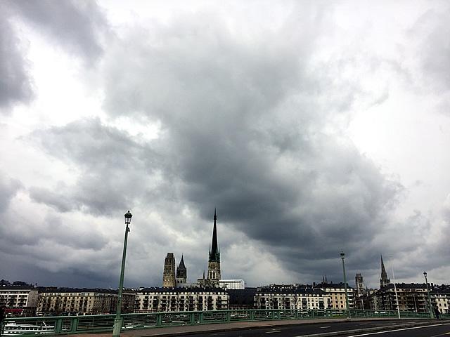 Rouen: dreigende luchten